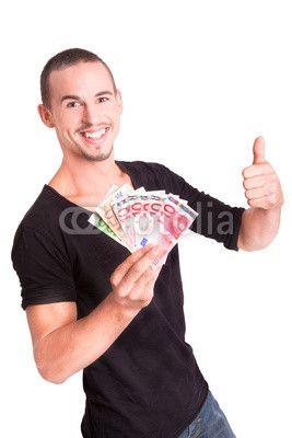 Glücklicher Junger Mann mit Geldscheinen in den Händen