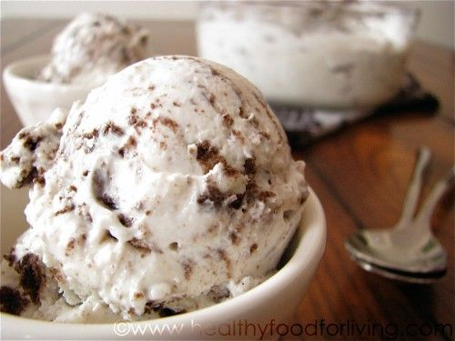 Homemade Cookies and Cream Frozen Yogurt -: