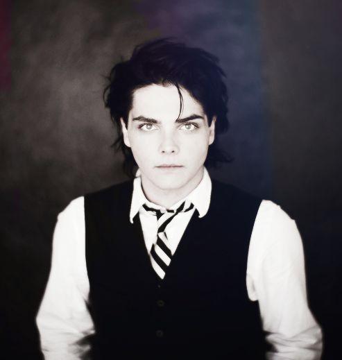 A man should not be this beautiful..Gerard Way