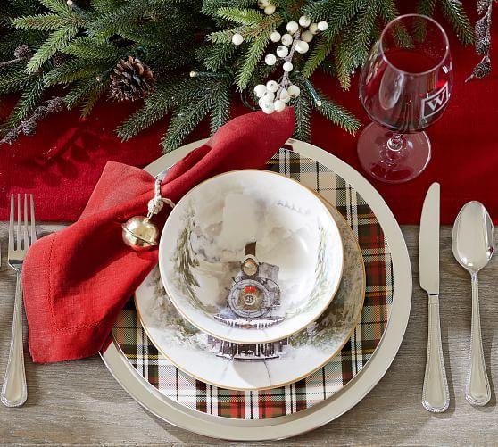 Nostalgic Christmas Salad Plates Set Of 4 Assorted Christmas Dinnerware Sets Holiday Table Settings Christmas Tablescapes
