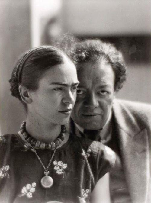 Frida Kahlo and Diego Rivera, Mexico 1933 -byMartin Munkácsi  via ICP [a.n.: 2009.6.47]