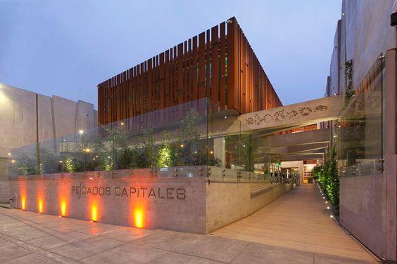 """La firma argentina González Moix Arquitectura ha finalizado recientemente el restaurante """"Pescados Capitales""""en Lima, Perú."""