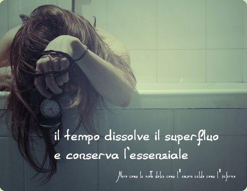 Nero come la notte dolce come l'amore caldo come l'inferno: Il tempo dissolve il superfluo e conserva l'essenz...
