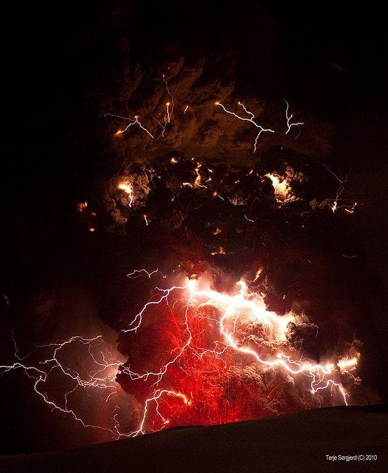 Fire in the sky.. (Volcano)