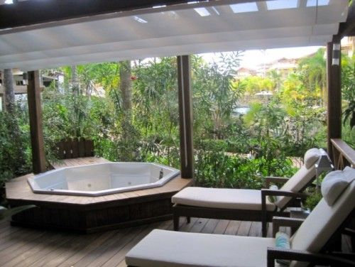 outdoor jacuzzi instead of pool !