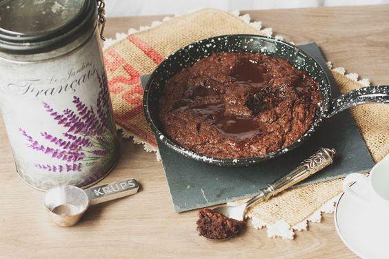 Skillet cake de chocolate e café