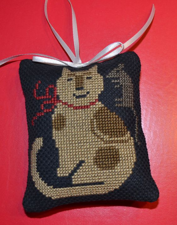 Cross Stitch Ornament Cat and Mouse by lovemypaperaddiction