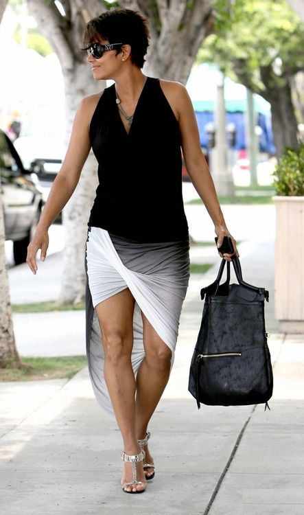 Halle Berry fly and pregnant at 47