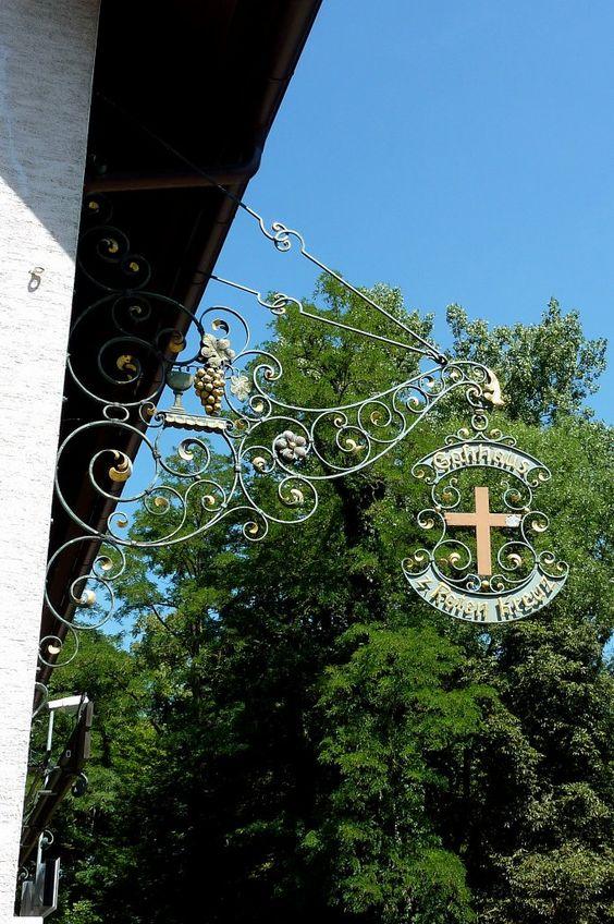 Hugstetten, Gasthof Rotes Kreuz seit 1827, Aug.2012