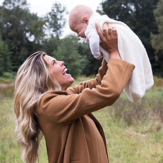 Vandaag is @kimkotter te volgen op ons Instagram-account! Lees ook haar levensverhaal in nieuwste Kek Mama. Nu in de winkel!  #kekmamamagazine #kekmama #levensverhaal #interview #bner #kimkotter #takeover #kekmamatakeover