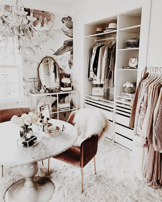 walk-in closet with built in shelves and furnitures #closet #storage #organization #allenrothCloset #allenAndRothCloset #closetShelves