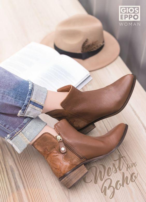 DOWNTOWN BOHO. Recupera el estilo del Far West para tus looks más boho. Botines con flecos o estilo cowboy marcarán la diferencia. Botín STUTTGART.