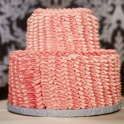 i love ruffles on everything, even cakes