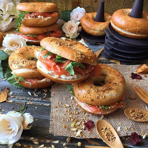 Con los moldes de @lekuees hacer bagels en casa es mucho más fácil. ♥️ Descubre más en una demo en directo, el 17 de octubre a las 19h en su página de Facebook. #lékué