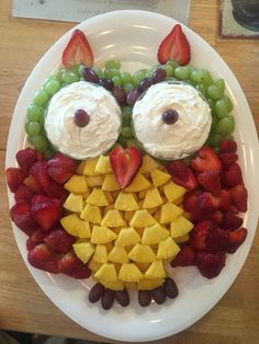 I couldn't find a fruit tray for an owl without the pineapple shell. Fruit used is red and white grapes, strawberries, and pineapple.