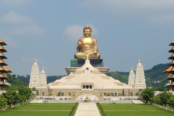 Pho tượng Phật bằng đồng