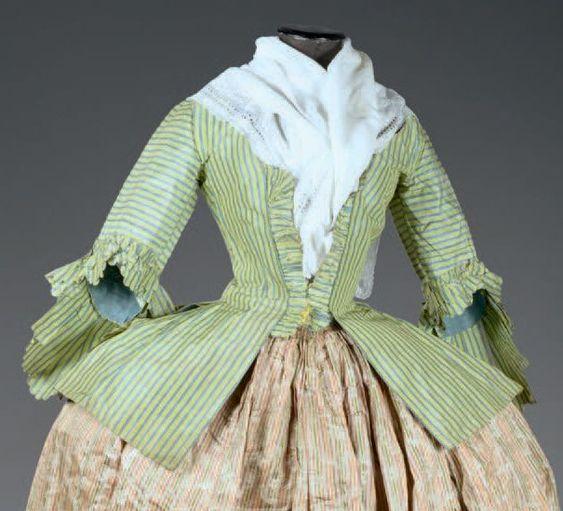 Casaquin à basques fendues ou juste à Pierrot, vers 1760. Taffetas ombré vert à…