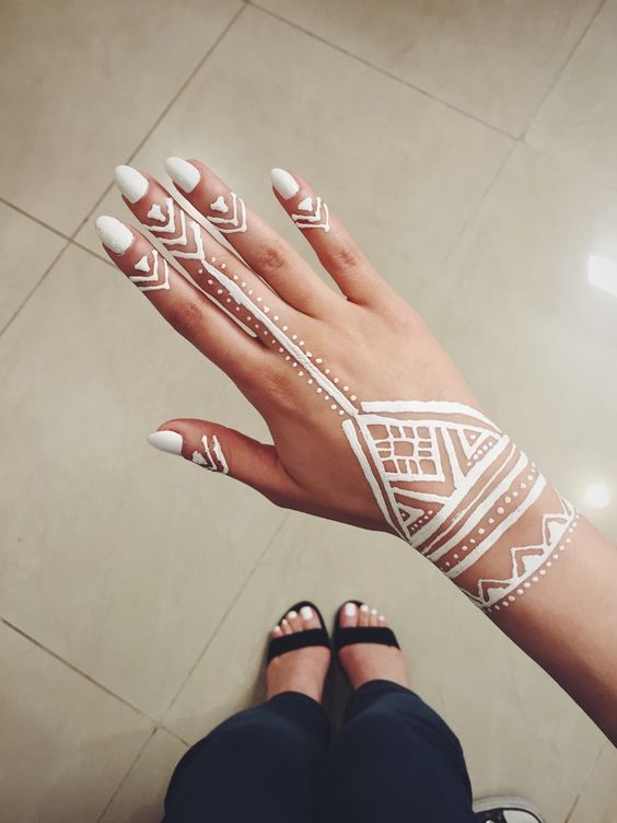 White Mehndi Tattoo : My first experience with white henna ️ tattoos