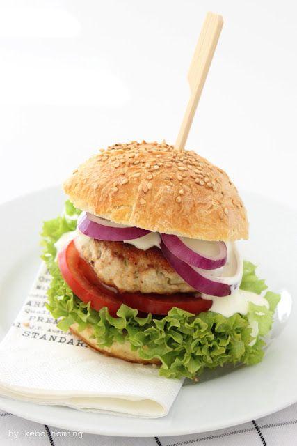 Sesam Burger Buns... Chicken Burger Deluxe bei kebo homing #bread #Brot #Backen #Burger #Buns
