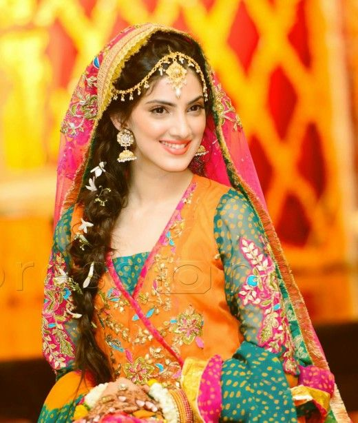 Mehndi Outfits And Jewellery