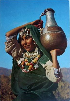 Africa | Girl from Tafraout carrying a vessel of water. Morocco. || Scanned postcard