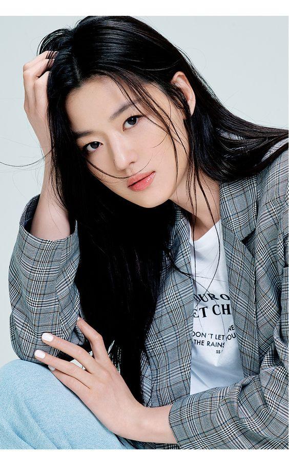 artis korea cantik Jun Ji Hyun