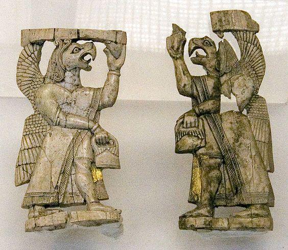 """""""Génies"""" en ivoire taillé provenant d'Urartu - Musée des Civilisations Anatoliennes, Ankara, Turquie - L'Urartu est un royaume du haut-plateau arménien, autour du lac de Van, du IXe au VIe siècle avant notre ère. À son apogée, son territoire s'étendait sur l'Arménie, l'Iran, la Syrie, l'Irak & la Géorgie. Le terme Urartu servait à désigner cet État dans les sources de l'Assyrie, son grand adversaire. Ce royaume disparut dans des conditions inconnues, laissant la place aux Arméniens."""
