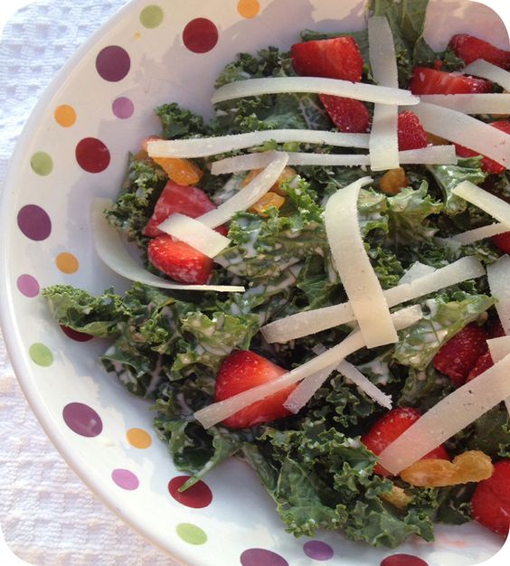 Eckert's Kale Salad with Strawberries. http://osvaldovillar2012.blogs.nouvelobs.com/archive/2014/06/21/charlie-arturaola-intronise-chevalier-de-la-confradia-do-vinho-do-porto.html