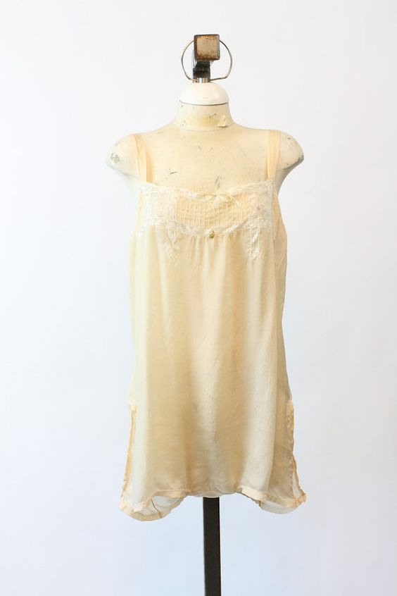 Sweet and romantic 1930s step-in! Done in a soft golden yellow silk with white…