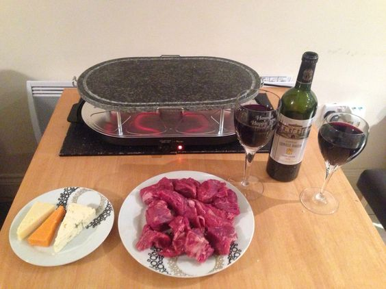Raclette with steak, cheese and red wine