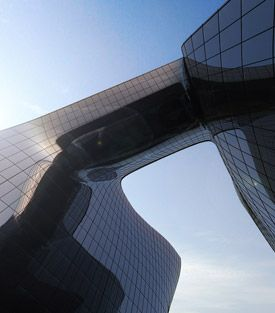 Zaha Hadid : The opus in Dubai. Expected for 2011... killed by the crisis ?