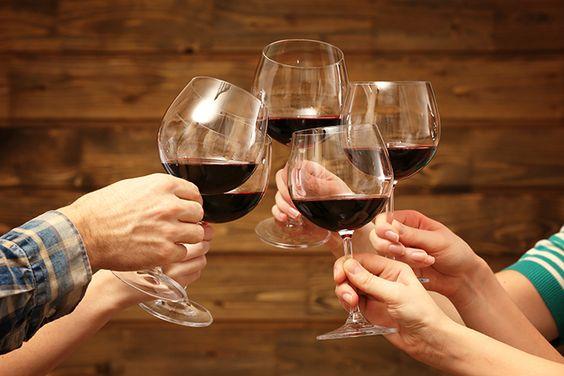 ¡¡Muchas gracias a todos!! un año con vosotros. Jaime Nicolau Como van a poder comprobar durante todo el mes de diciembre, cumplimos un año. Y lo van a hacer porque vamos a celebrar la Navidad de manera anticipada con numerosos sorteos con los que queremos corresponder la fidelidad de los 160.000 amantes del mundo del vino y la gastronomía q