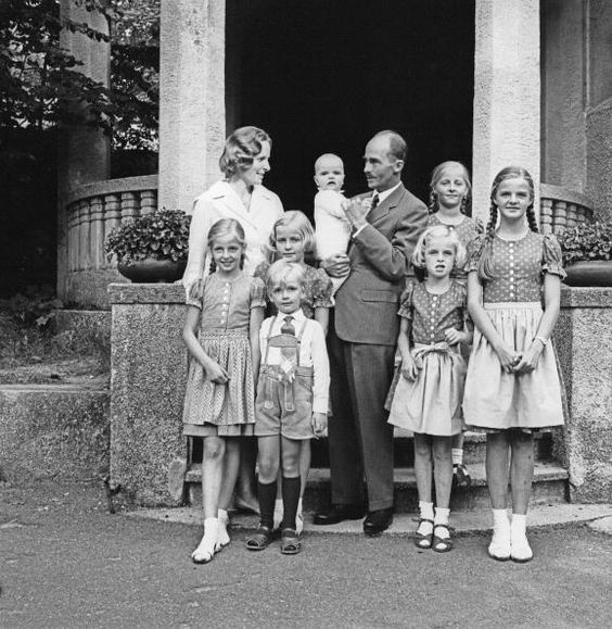 Otto Habsburg with his family Photograph 1965 [Otto Habsburg mit Familie Photographie1965]