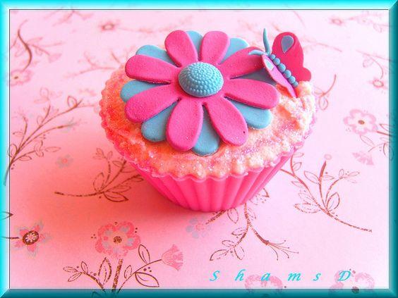 Eight Petal Daisy Cupcakes