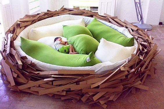 Una cuna gigante en forma de nido, súper cómoda, para que los chicos duerman la siesta. Si bien es algo grande para el departamento, puede ser una buena opción para la casa de fin de semana. Foto:geekologie.com