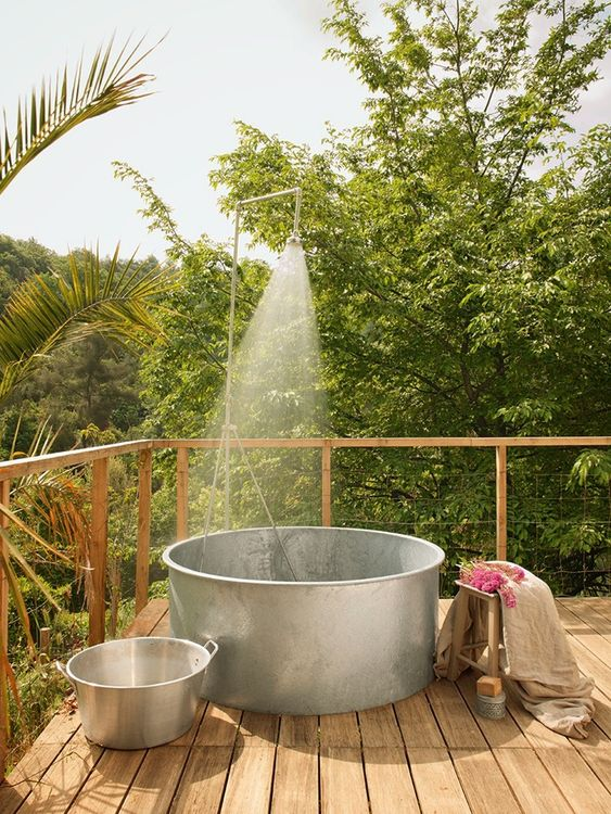 Outdoor bath tub: