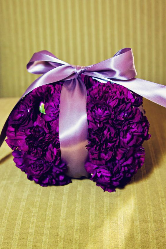 Absolutely love this purple flower ring pillow & light ...