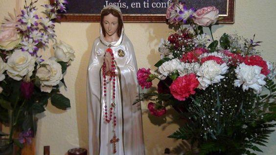en Facebook:  La Más Bella Rosa. La Santísima Virgen Maria Rosa Mistica.