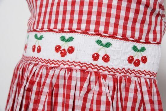 イタリアmalviレッドギンガムチェック チェリー ワンピース 一針一針 手刺繍で仕上げた スモッキングワンピース専門店 fashion apron