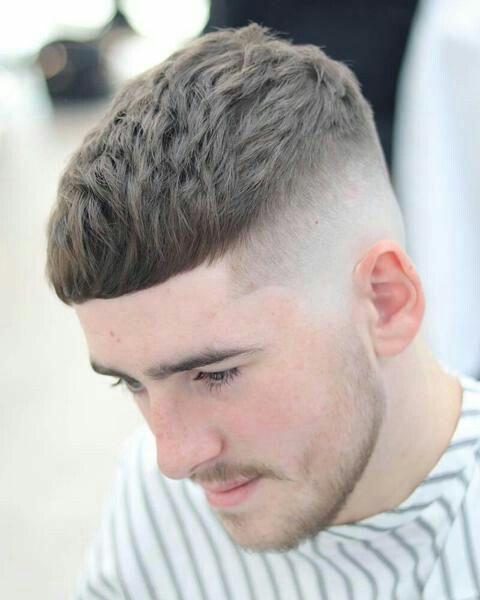 Razor Faded Pompadour Frisur Fur Manner Herrenhaarschnitt Herrenfrisuren Haarschnitt