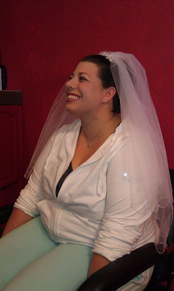 She's not even in her gown yet, and Amy already looks radiantly happy!