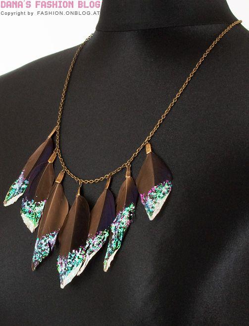 Schmuck DIY Tutorial: Glitter-Federn-Halskette