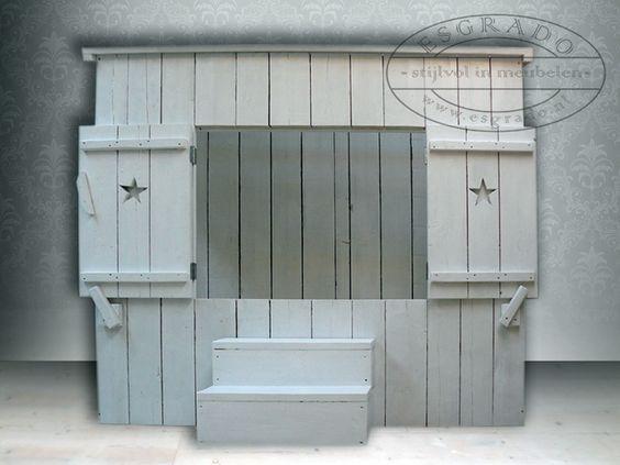 Witte houten bedstee van esgrado deze stoere steigerhouten bedstee is wit en heeft een - Kamer wit houten bad ...