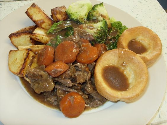 Jenny Eatwell's Rhubarb & Ginger: Giving oxtail a go - braised oxtail, using the slow cooker.