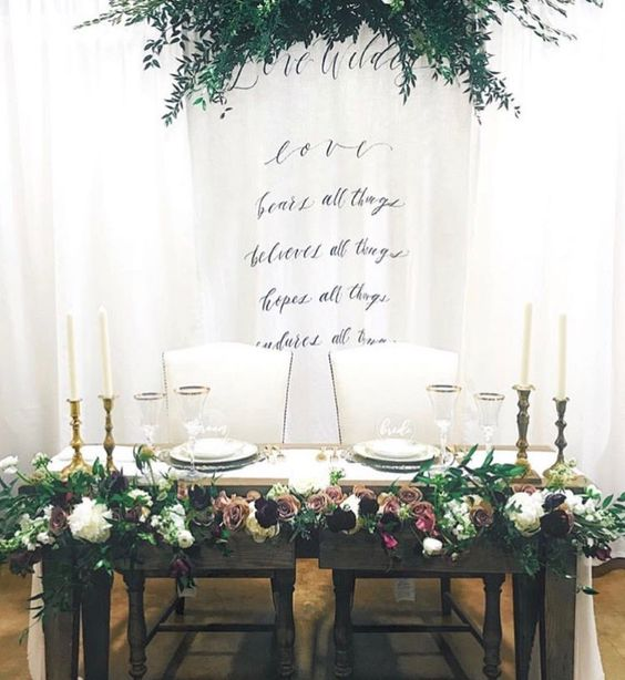 K'Mich Weddings - wedding planning - chandelier and runner