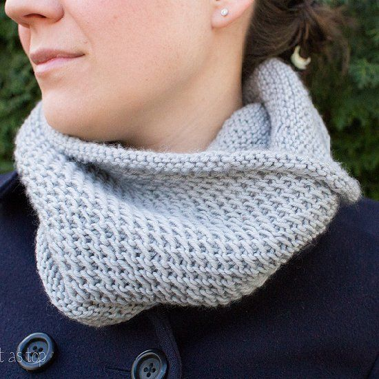 Cowl Knitting Pattern For Beginners : Knit this beautiful and cozy honeycomb cowl perfect for