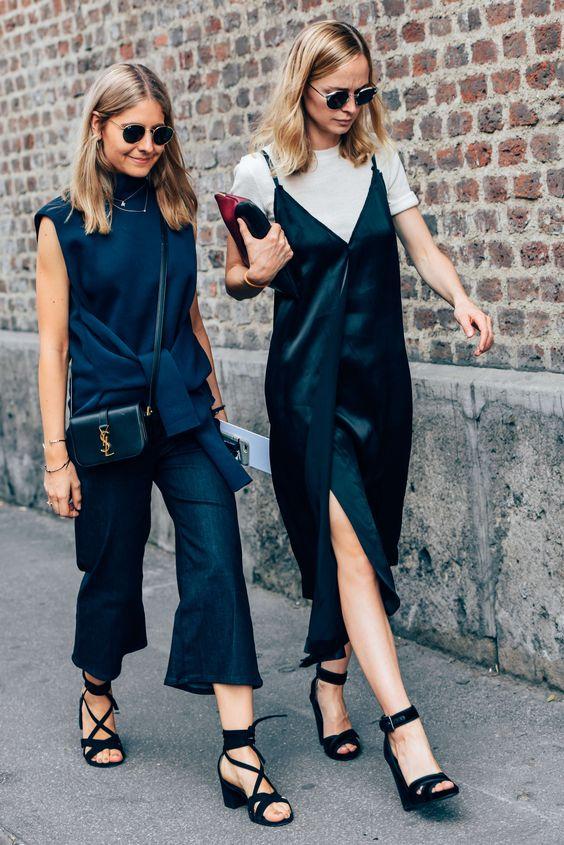 Looks básicos e estilosos de streetstyle. Sobreposição de t-shirt e slip dress