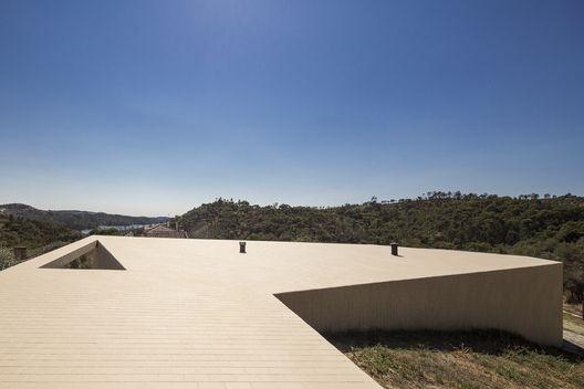 Casa Tomar Hill / Contaminar Arquitectos