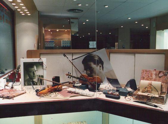Escaparate de optica en Cornellá (Barcelona). Año 1993 realizado por M.P Escaparatistas.