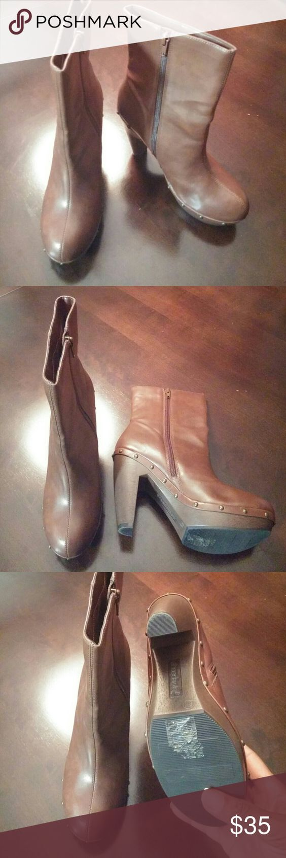 Shoedazzle Brown Ankle Boots - like New worn once Shoedazzle Brown Ankle Boots - like New worn once, excellent condition Shoe Dazzle Shoes Ankle Boots & Booties